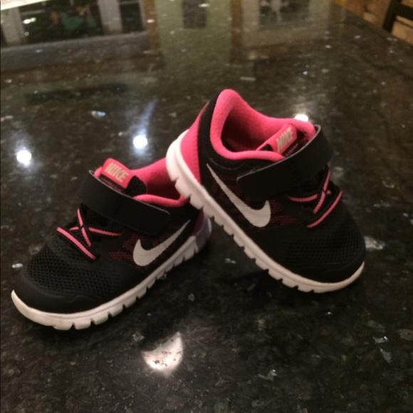 e365dc9d9f6a Toddler girl Nike free run size 5. M 5aaf17f8a4c485cf17b30c23